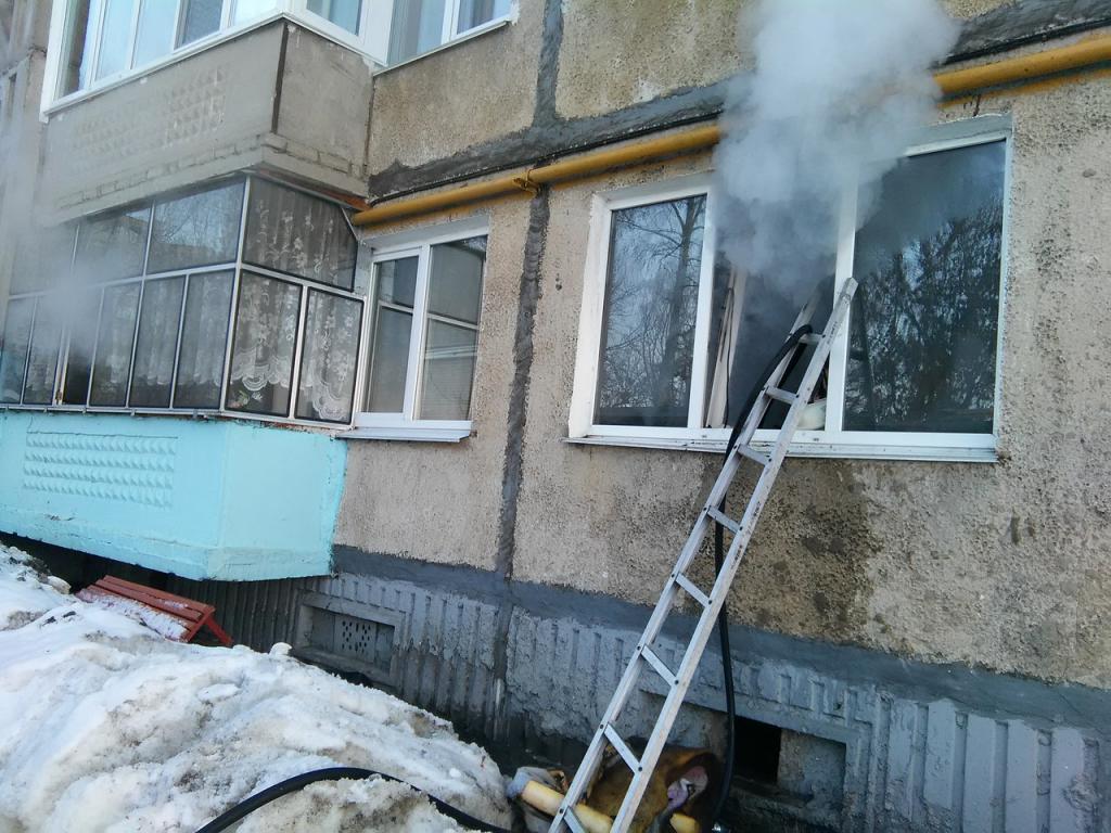 ВСаранске пожарные спасли изгорящей квартиры беспомощного инвалида