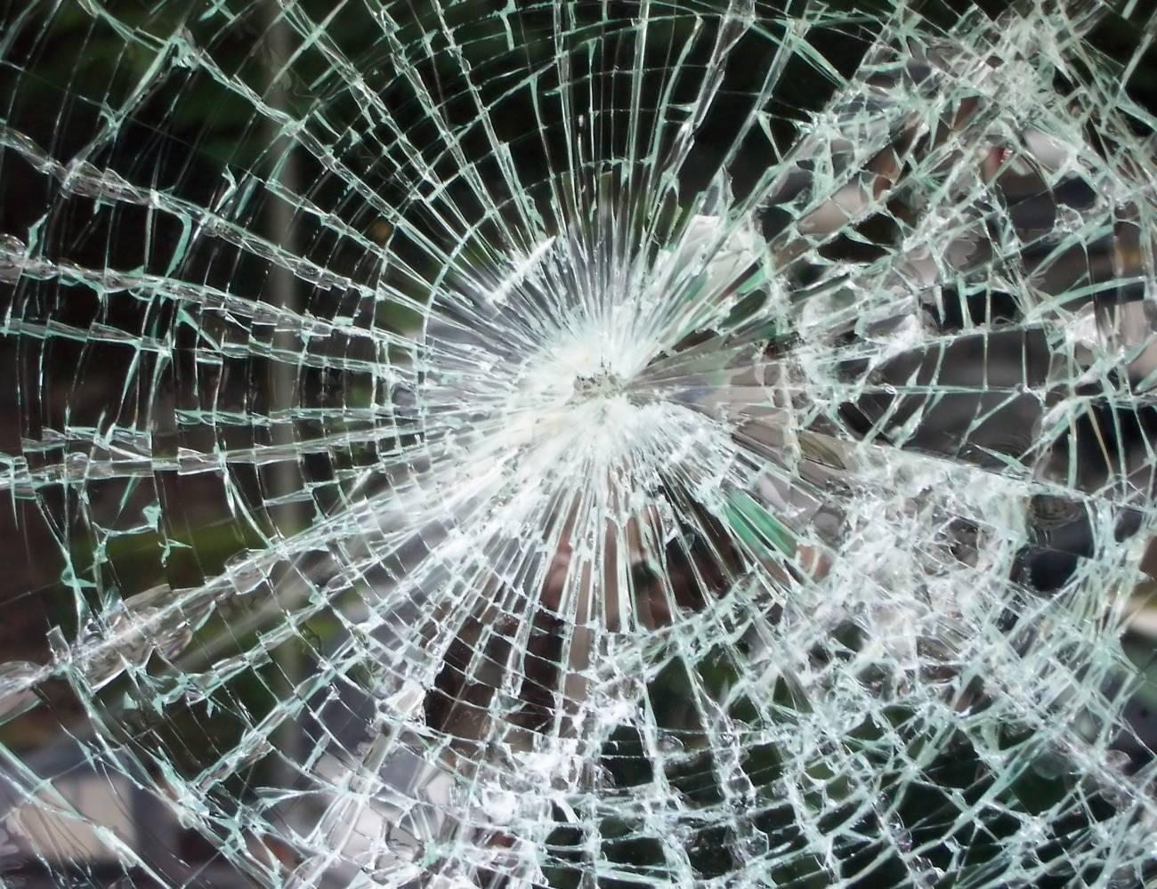 Картинка разбитого стекла