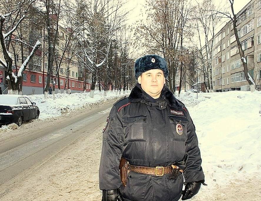 ВСаранске полицейский спас автолюбителя изгорящей машины