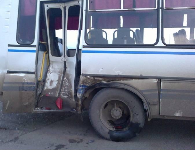 ВМордовии при столкновении автобуса с грузовым автомобилем погибли два человека