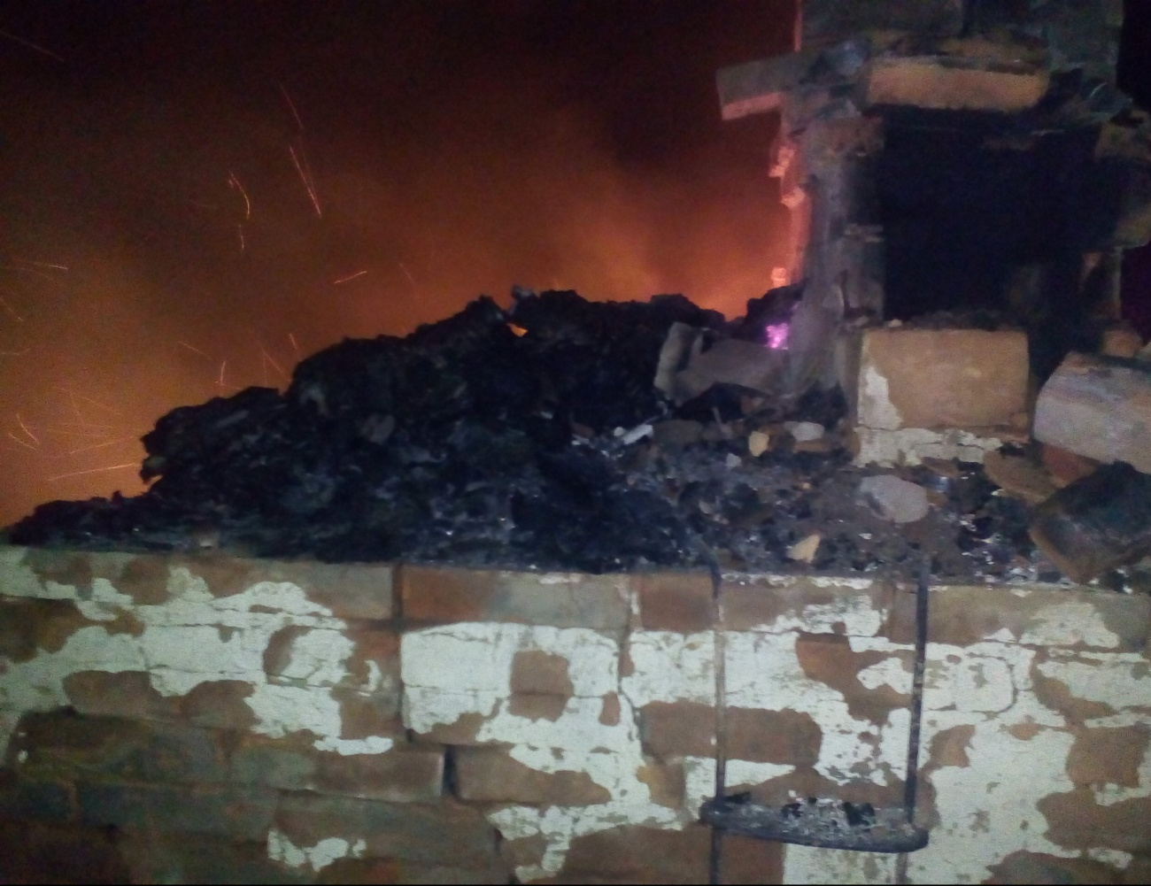 Смертоносный пожар вМордовии: тело владельца дома отыскали напечке