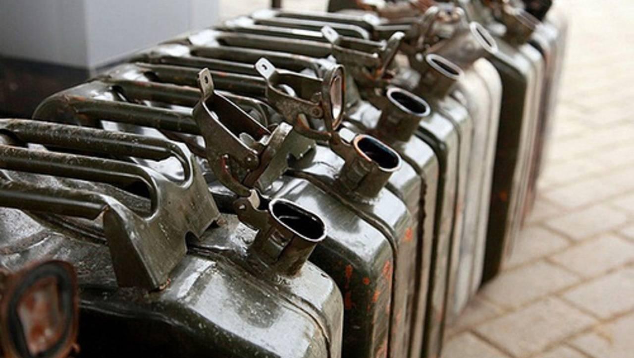 Гражданин Мордовии сливал горючее сослужебной машины