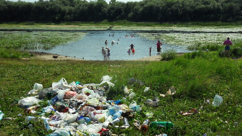 картинка берег мусором реки с