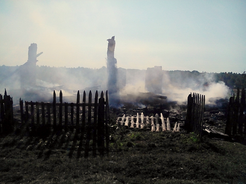 ВМордовии сгорел трёхквартирный дом, два человека получили сильные ожоги
