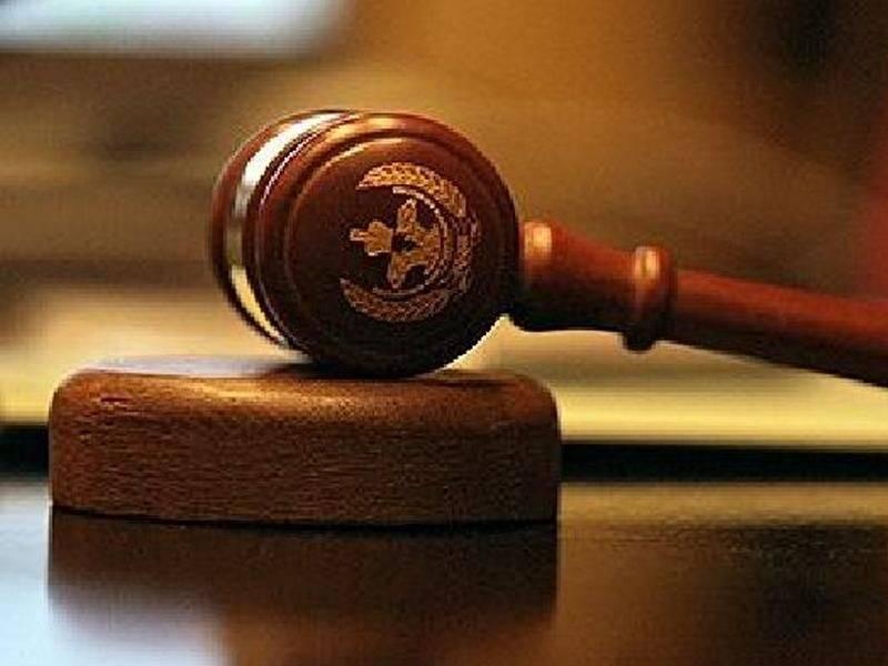 Двое граждан Мордовии иих молодой подельник получили сроки закражу оружия