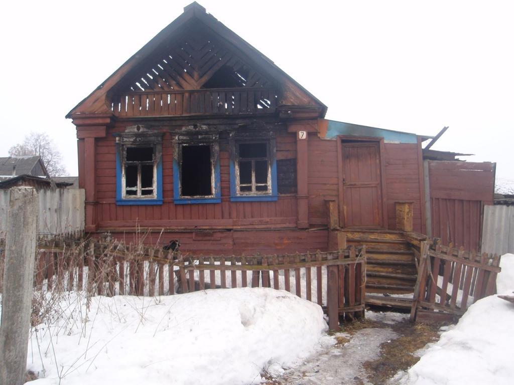 Впроцессе пожара вАрдатове пенсионерка погибла под рухнувшей крышей