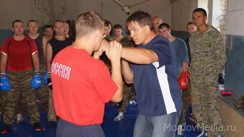 Боксер Олег Маскаев дал мастер-класс ОМОНовцам Мордовии