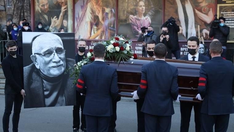 Назарбаев выразил сожаления всвязи со гибелью Армена Джигарханяна