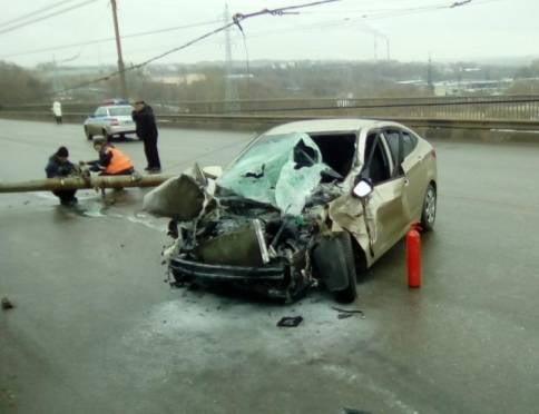 Массовое ДТП на ул. Титова: водителя «Ниссана» занесло на скользкой дороге