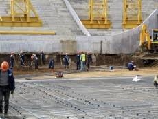 Строители «Мордовия Арены» приступили к монтажу основания поля