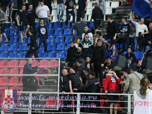 Футбольную «Мордовию» наказали за буйных болельщиков