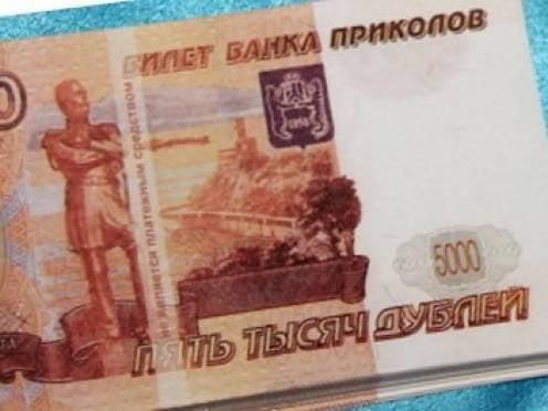 Кассирша саранского банка заменила 2,5 миллиона служебных рублей на открытки