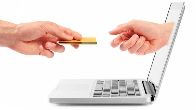 Жители Мордовии могут оплатить более 1000 услуги через почту