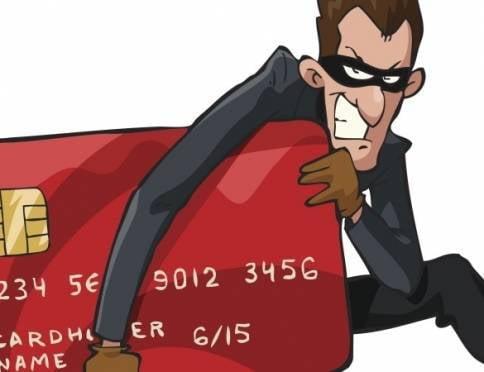 Помощник по хозяйству опустошил банковскую карту саранской пенсионерки