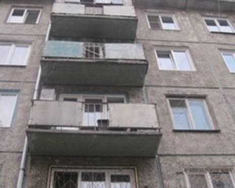 Житель Саранска выбросил школьницу с 4-го этажа за отказ выпить водки