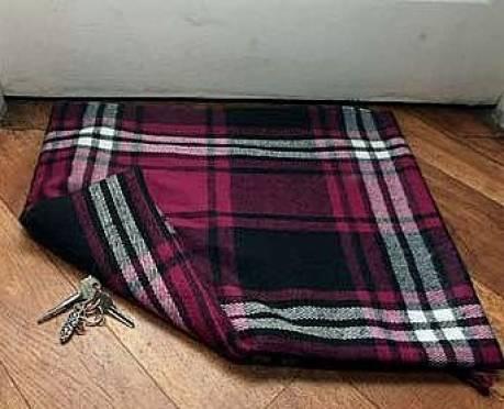 В Рузаевке вор воспользовался оставленным под ковриком ключом