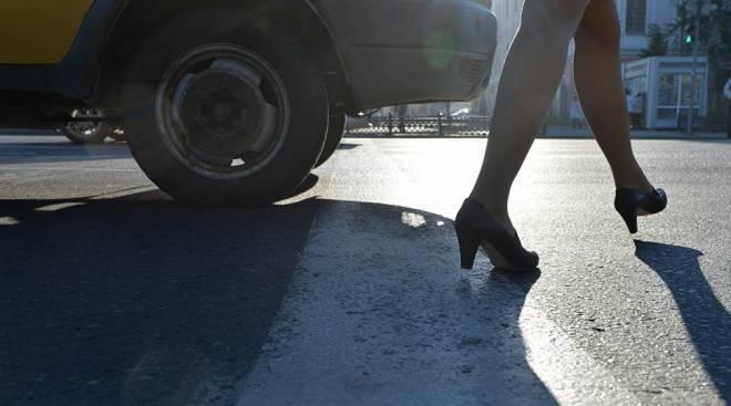 Пенсионер на «Волге» в Берсеневке сломал студентке обе ноги