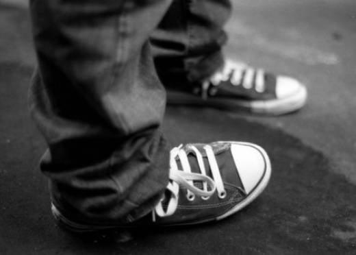 С россиян хотят снять кеды и туфли на шпильках