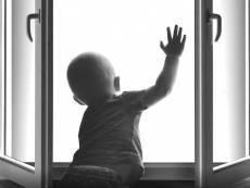 В Саранске годовалый ребёнок выпал из окна