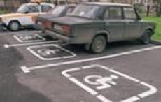 В Саранске автовладельцы не уважают права водителей с ограниченными возможностями