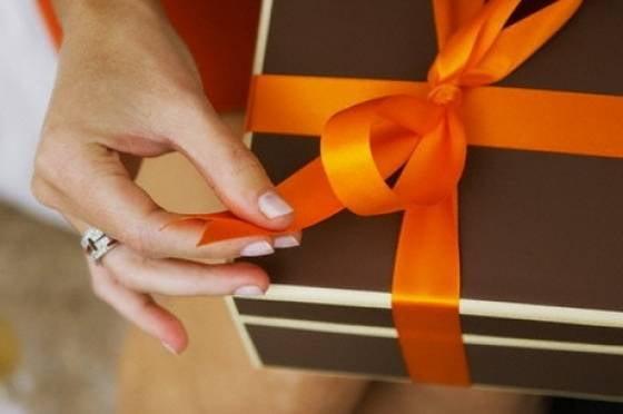 Когда нужно дарить подарки на свадьбу 64