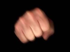 Житель Саранска кулаками выбивал у сожителя матери любовь к алкоголю