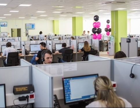 На службе у абонентов: контактному центру Tele2 10 лет