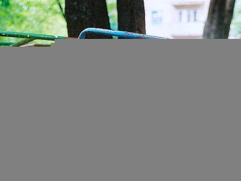 В Саранске детские площадки представляют опасность