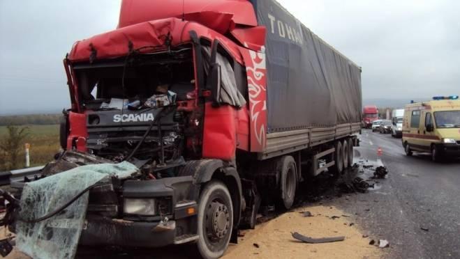 Дальнобойщик устроил ДТП с тремя грузовиками в Мордовии