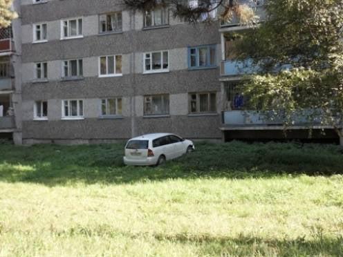 В Саранске проблему парковок решали топором и лопатой