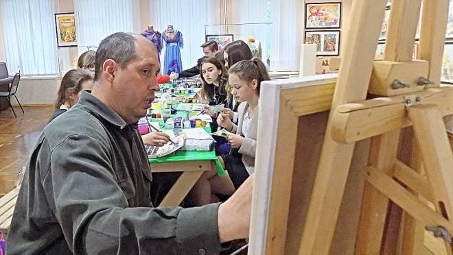 В Саранске известный художник научит рисовать всех желающих
