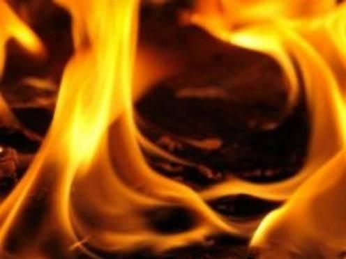 В Мордовии при пожаре в бесхозном доме погибли двое отшельников
