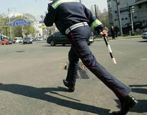 Гаишники Мордовии доказали, что умеют не только долго стоять, но и быстро бегать