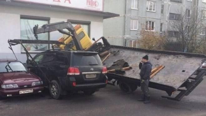 Неудачная погрузка «Land Cruiser 200» на эвакуатор в Саранске стоила 130 тысяч рублей