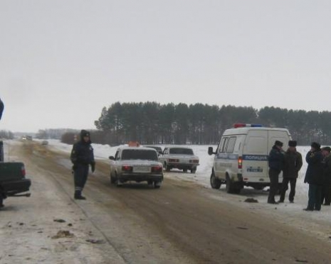 При попытке обгона водитель ИЖ ВИС погубил свою пассажирку