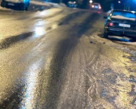 На дорогах Мордовии водителей ждут снежный накат и гололедица