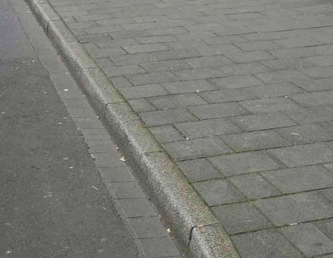 В Саранске водитель иномарки сбил студентку на тротуаре и уехал