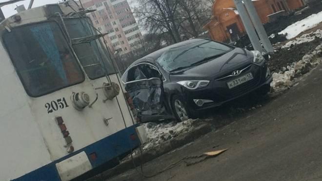 В Саранске пьяный водитель «Hyundai» пострадал в ДТП с троллейбусом