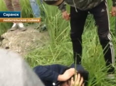 Правильная молодёжь подрастает в Саранске: дети поймали и избили таджикского педофила