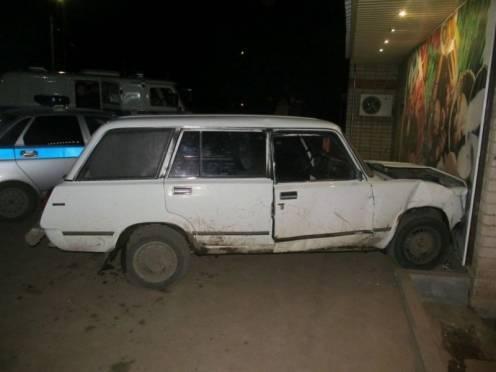В Рузаевке подростки протаранили дом на угнанной «четвёрке»