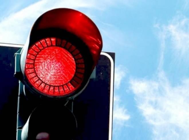 В Саранске столкнулись три автомобиля: МАЗ проехал на «красный»
