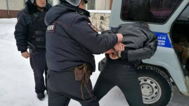 В Саранске 38-летний мужчина сплясал на припаркованных автомобилях