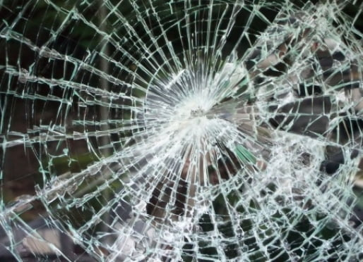 В Мордовии водитель впал в кому после столкновения с деревом
