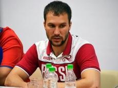 Евгений Комаров вступает в борьбу за олимпийские медали