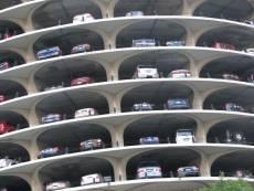 На улице Серова построят многоуровневую парковку