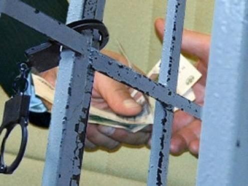 Сотрудники мордовских колоний попались на взятках