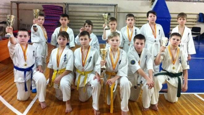 Юные каратисты из Мордовии оставили без наград соперников в Чувашии