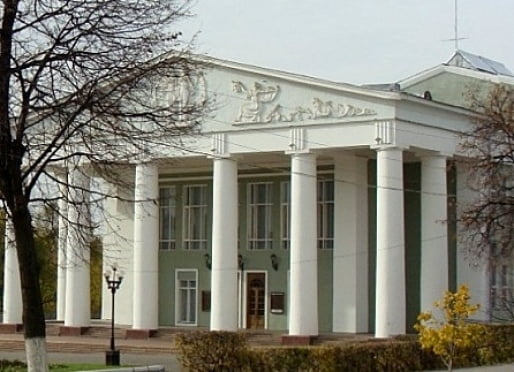 Глава Мордовии потребовал ускорить ход реконструкции русского драмтеатра