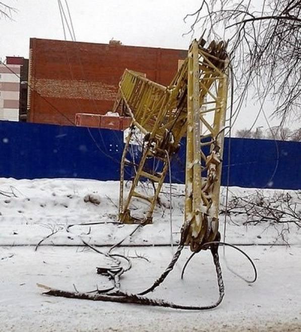 В Саранске упавший строительный кран оборвал электропровода