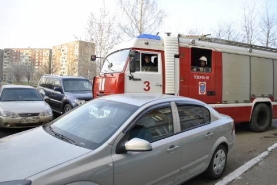 Саранские пожарные попытались протиснуться во дворы многоэтажек
